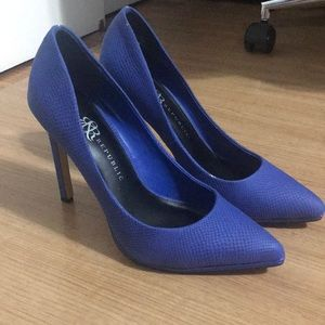 Blue snake skin pumps